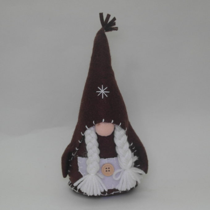 Gnomo femmina in stoffa marrone cm 20 con cappello