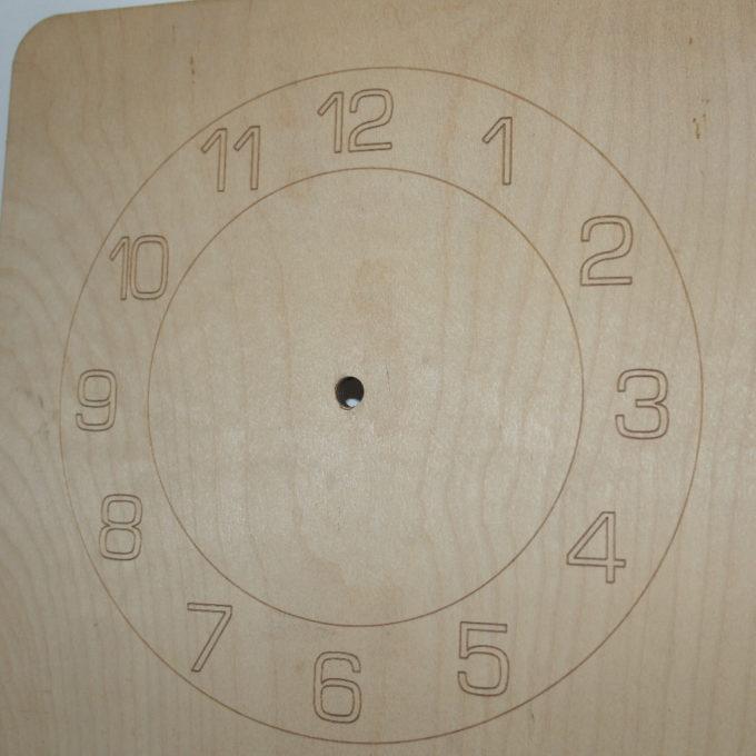 Sagoma orologio quadrata in legno