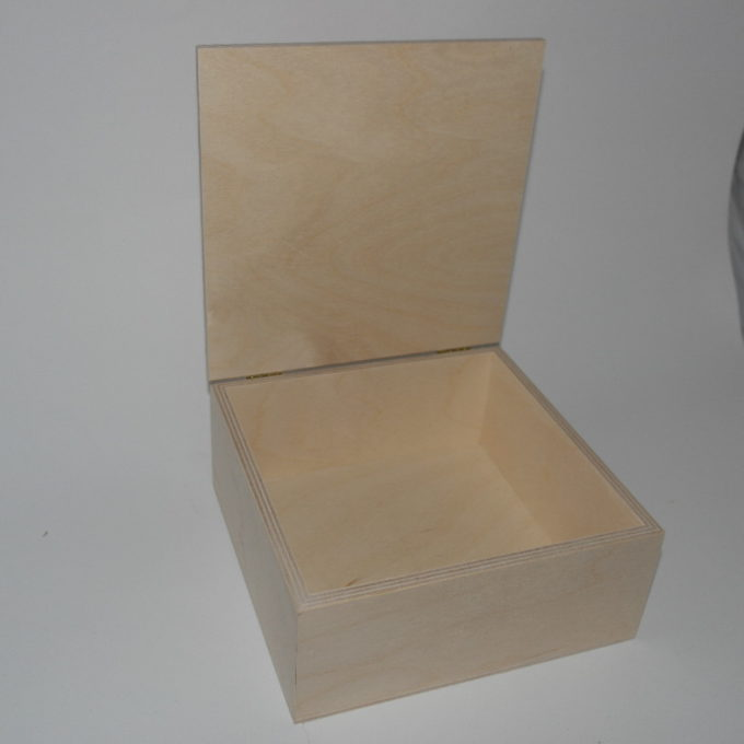 Scatola quadrata in legno di faggio