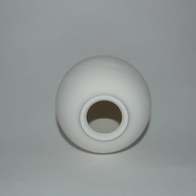 Uovo di pasqua in terracotta bianca